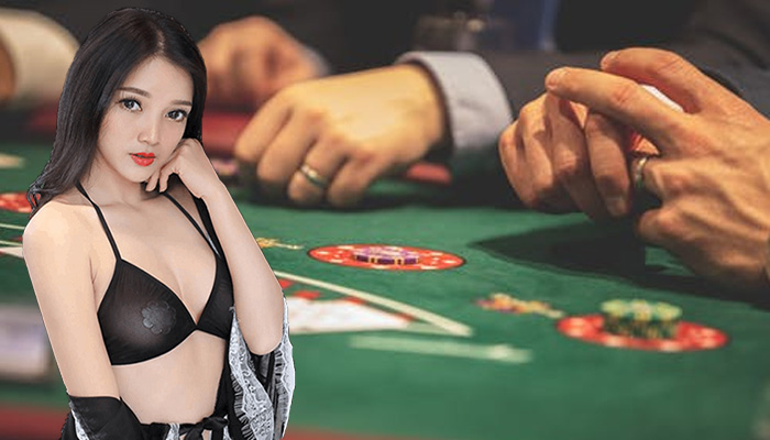 Become Adept at Playing Poker Gambling